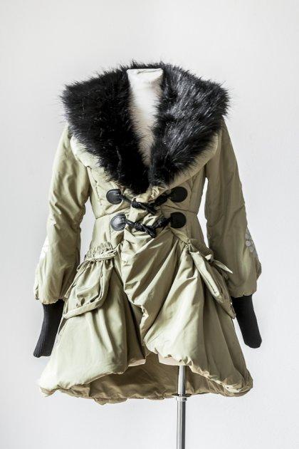 Płaszcz puchowy oliwka z haftem