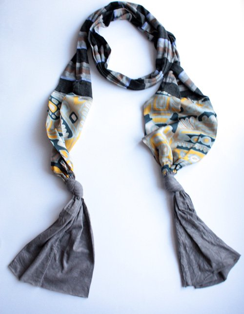 Exclusive scarf One Step Movement