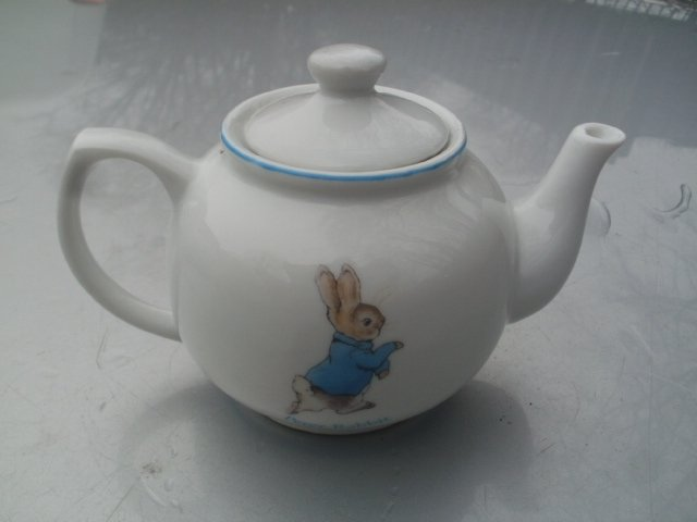beatrix potter  Peter Rabbit 2008 Frederick Warne & Co.  konekcjonerski porcelanowy niewielki imbryczek