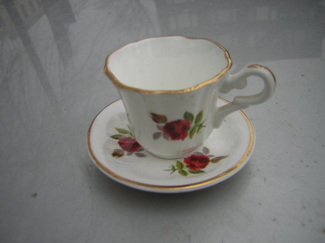 "w miniaturze  ""rosedale""Fine bone China"