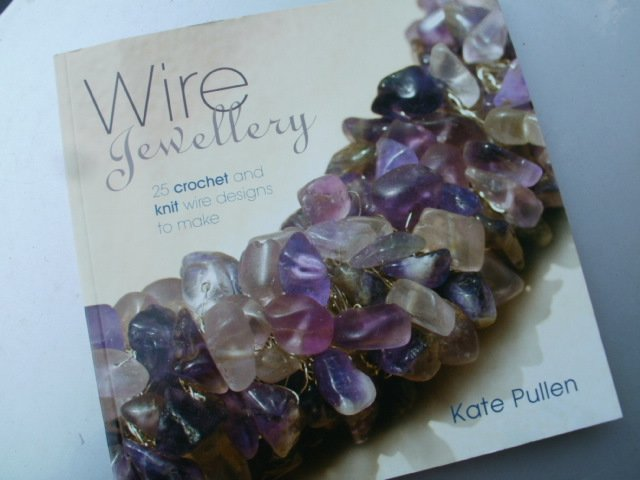 wire jewellery kate pullen 25 crochet and knit designs to make guild of master craftsman publications