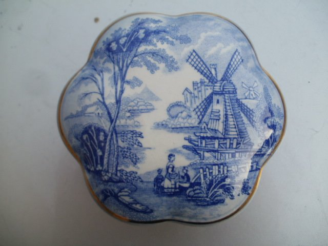 Royal Worcester company Palissy royal collection windmill    porcelanowe puzdro