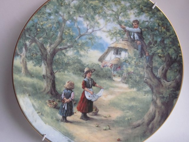 Royal Doulton -country children by GLYNN WILLIAMS -kolekcjonerski talerz porcelanowy