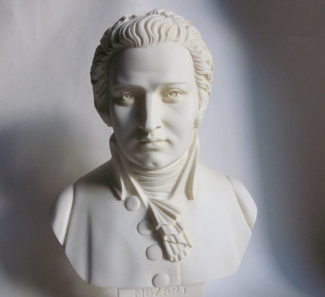 Alabastrowy Mozart A.GIAMONELLI  ALABASTER  ITALIAN CLASSICAL SCULPTURE