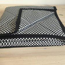 Narzuta biało-czarna kratka 130x230