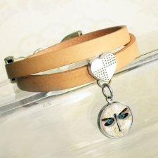 ważka :: skórzana bransoletka z serduszkiem i zawieszką artystyczną
