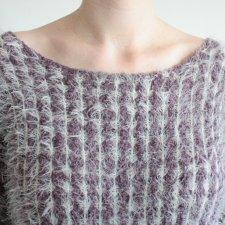 Puchaty sweterek