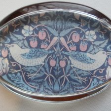 Past Times - William Morris - Strawberry Thief Paperweight