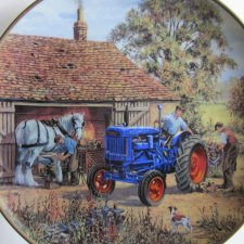 DANBURY MINT - FORD TRACTORS -  AT THE FORGE -FORDSON E27N BY MICHAEL HERRING   kolekcjonerski talerz porcelanowy
