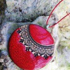 Czerwony naszyjnik ORNAMENT - wisiorek ceramiczny boho - czerwony wisiorek idealny na prezent urodzinowy dla niej - naszyjnik jedyny w swoim rodzaju -