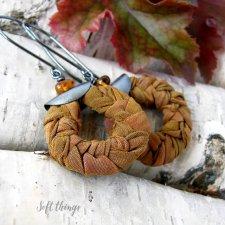 Bursztynowe warkocze - srebrne kolczyki z jedwabiem