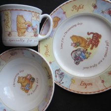 WINNIE THE POOH  BY ROYAL DOULTON -HAND DECORATED - NOWY ZESTAW CHRISTENING COLLECTION  2001 DISNEY