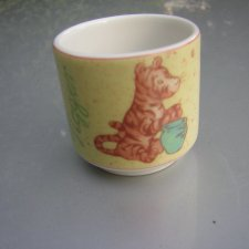 classic Pooh by Royal Doulton  WINNIE THE POOH 2001 DISNEY