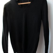 EXCLUSIVE black wool sweater Uniqlo