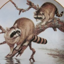 The Forest Year porcelain plate collection by JOHN FRANCIS -RACCONS MARCH ADVENTURE -THE COLLECTORS STUDIO 1982 CRAFTED IN JAPAN