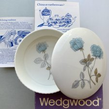 WEDGWOOD ICE ROSE - Puzderko ❀ڿڰۣ❀  Poszukiwana porcelana