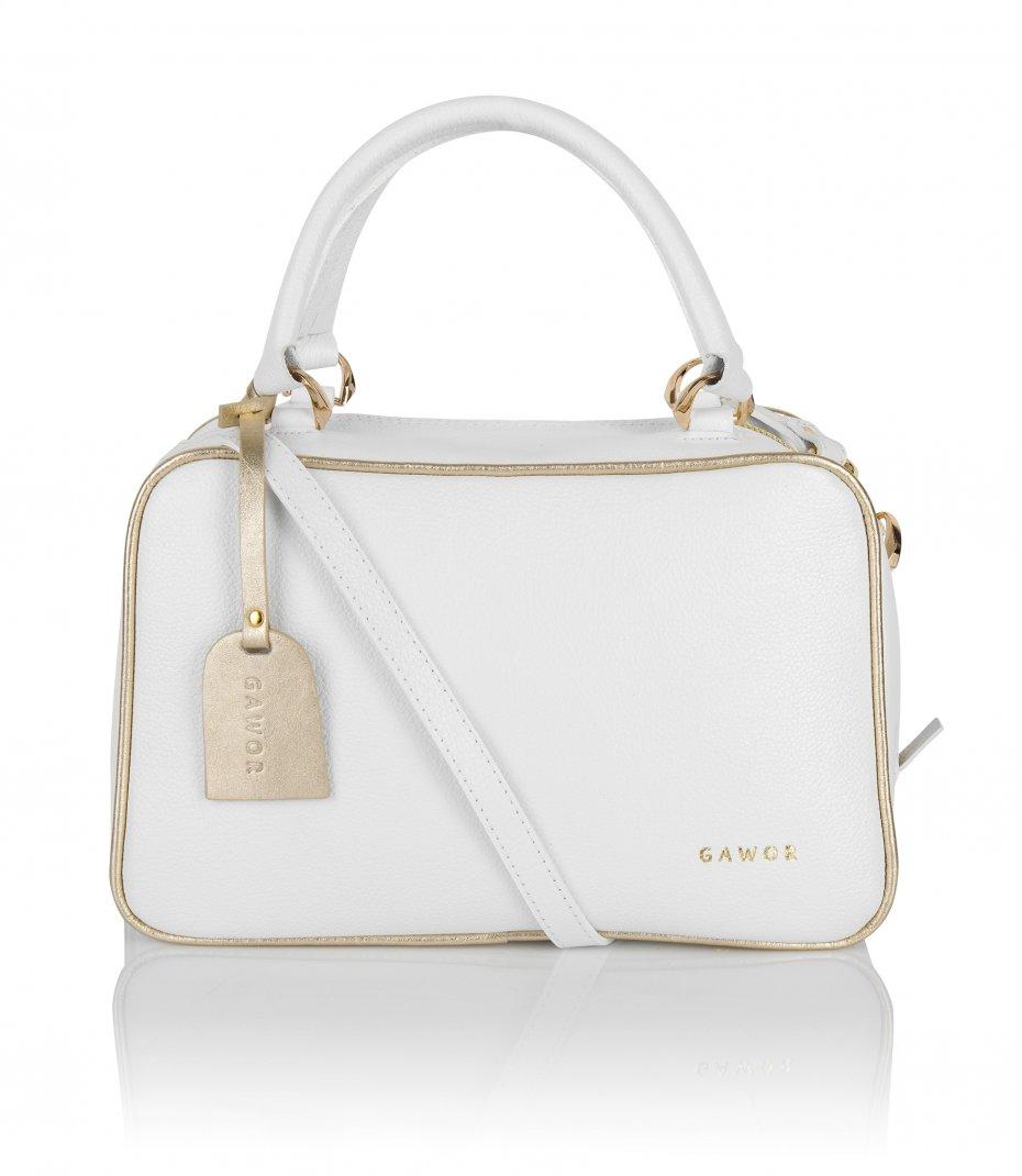 Skórzany kuferek biały złote dodatki dopinany długi pasek
